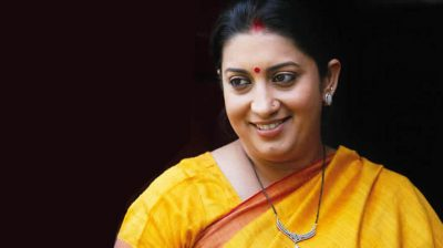 Smriti Irani highlights tapestry artisan thanking Corona Warriors