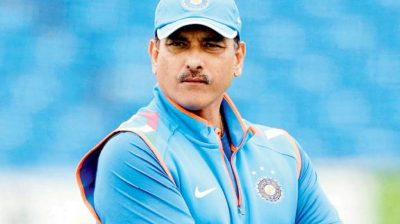 Shastri meets 'ICC regulations' in huddle with dogs