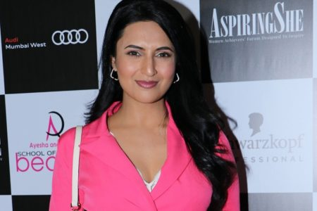 Divyanka Tripathi 'looking for some ab-normal times'