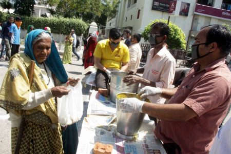 Lockdown: Food being distributed among the poor by Ramakrishna Mission