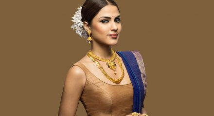 Rhea Chakraborty, family left building in middle of night: Reports