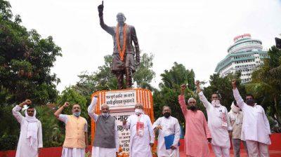 Patna: People pay tributes to 'Loknayak' Jai Prakash Narayan on the occasion of Sampoorna Kranti Diwas in Patna on June 5, 2020. (Photo: IANS)