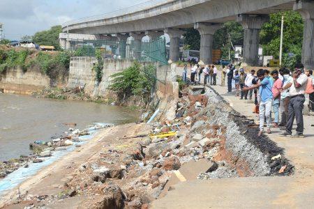 Bengaluru state highway being collapsed due to heavy rain