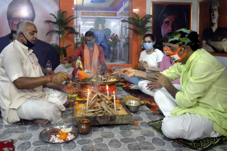 'Yagna' to pray for the speedy recovery of Big-B and his family members