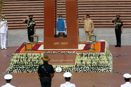 Defence Minister lay wreath on the occasion of the Kargil Vijay Diwas,
