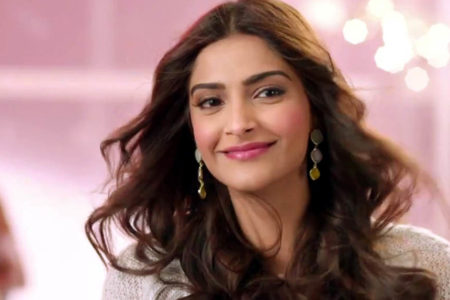Sonam Kapoor gives 'DIY' make-up tutorial