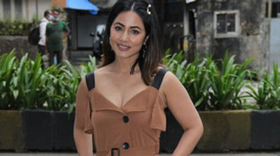 Mumbai: Actress Hina Khan seen at Khar in Mumbai on Sep 14, 2020. (Photo: IANS)