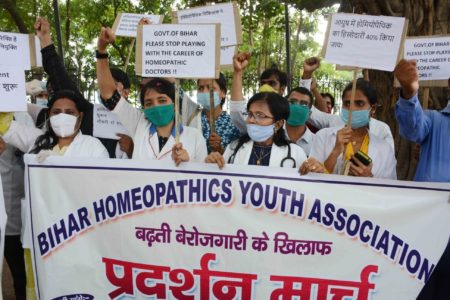 Bihar Homeopathics Association stage a demonstration
