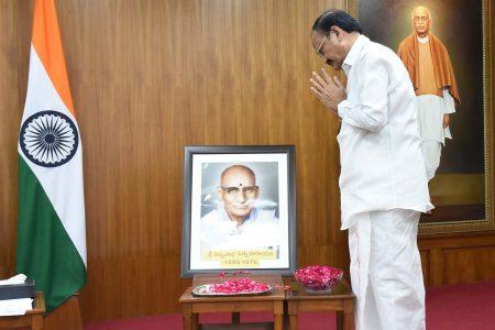 Vice President pays tributes to Kavi Samrat Shri Viswanatha Satyanarayana