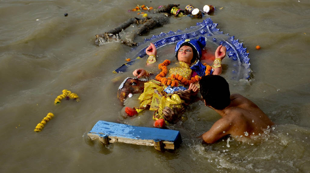 Kolkata: An idol of Lord Vishwakarma being immersed in the Ganga river, in Kolkata on Sep 18, 2020. (Photo: IANS)