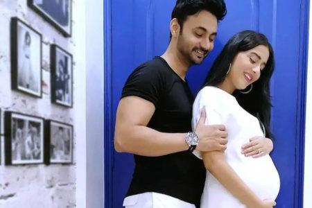 Amrita Rao confirms pregnancy, flaunts baby bump in new post