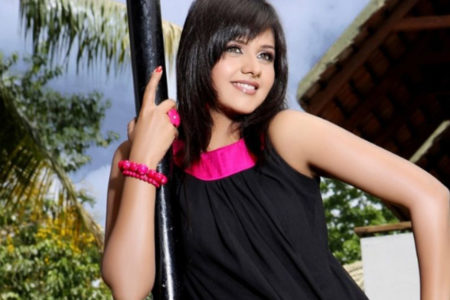 TV star Dalljiet Kaur is in favour of OTT censorship