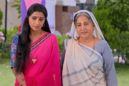 Ranju Ki Betiyaan- Ranju gives Guddu Ji and Lalita the wedding invite